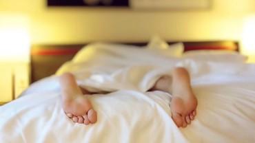 Często śpisz do południa? Nie warto! Poznaj 6 powodów, które przekonają Cię do porannego wstawania