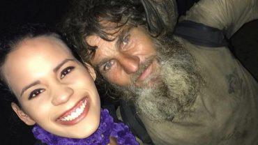 Myślała, że bezdomny poprosi ją o jałmużnę. On jednak zrobił coś, czego zupełnie się nie spodziewała