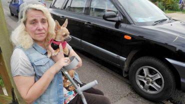 Całe życie służyła innym, teraz gdy sama potrzebuje innych, nie ma pomocnej ręki, musi mieszkać w aucie i jeść psią karmę