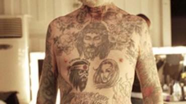 """Wytatuowani Seniorzy, czyli """"jak będą wyglądać tatuaże na starość""""."""
