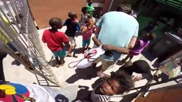 Bracia pojechali do sierocińca w RPA. To, co się stało potem, przywraca wiarę w ludzi!