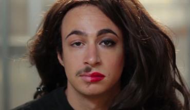 Ci mężczyźni próbują kobiecego makijażu po raz pierwszy. Patrzcie… to zabawne!