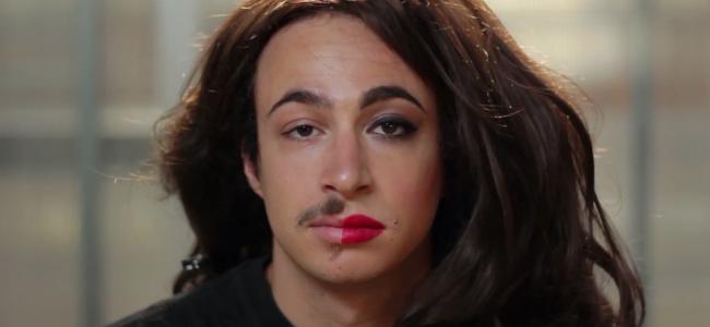 Ci mężczyźni próbują kobiecego makijażu po raz pierwszy. Patrzcie... to zabawne!