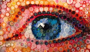 Artystka wykorzystuje setki plastikowych zarkętek by zrobić piękne Murale