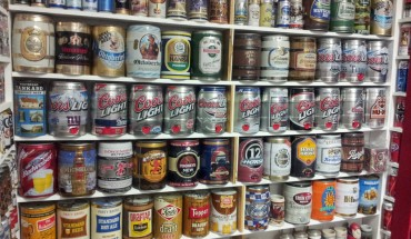 Zbiera puszki po piwie od 30 lat… Zobacz jego niesamowitą kolekcję