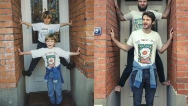 Dorośli bracia odtwarzają po latach swoje zdjęcia z dzieciństwa. Zobaczcie efekty!