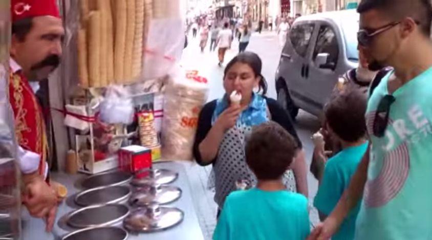 Chciał kupić lody... ale zupełnie nie spodziewał się takiego finału!