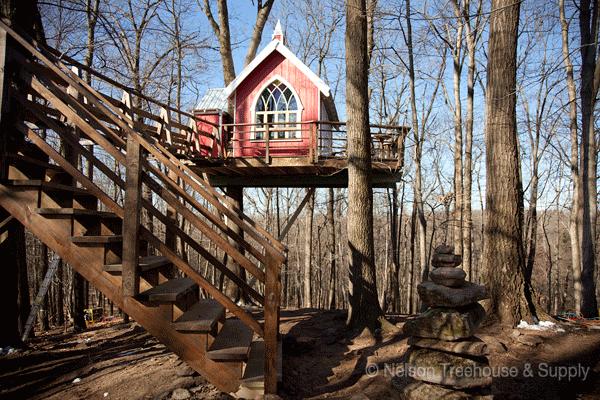 Schowany w lesie w Ohio kilkanaście metrów nad ziemią. To bardzo szczególne miejsce!