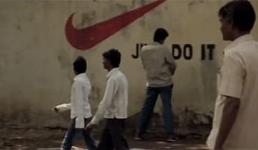 Ci mężczyźni sikają na ulicy w Indiach. Takiej reakcji otoczenia się nie spodziewali!