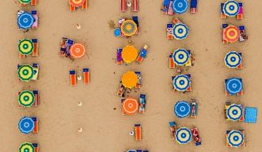 Wspaniałe plaże utrwalone na abstrakcyjnych fotografiach