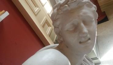Nawet posągi mają obsesję na punkcie selfies!