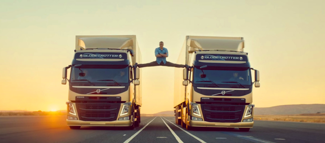 Szpagat na dwóch jadących ciężarówkach - czy to możliwe?