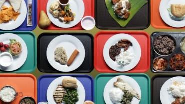 Zaskakujące spojrzenie na to, co dzieci z całego świata jedzą na obiad