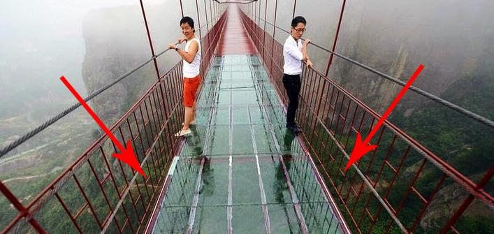 Przerażający, szklany most. Odważyłbyś się po nim przejść?