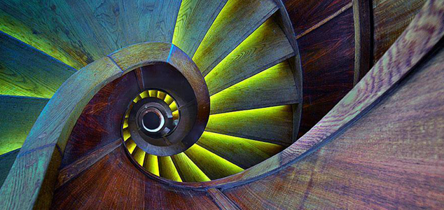Te spiralne schody przyprawiają o zawrót głowy! Zobacz najpiękniejsze z nich!