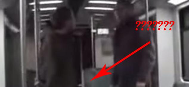 Ten facet próbuje zaatakować kobietę w metro. Na szczęście został powstrzymany... w najlepszy możliwy sposób!