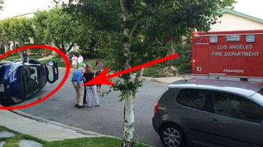Ten starszy pan sprawdza, czy wyszły dobre zdjęcia z wypadku! W środku uwięziona jest jego żona!