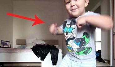 Ten malec tak naśladuje taniec breakdance swojego taty, że buzia sama się uśmiecha!