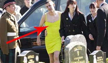 Przyszedł w żółtej sukience na pogrzeb! Jak się dowiesz dlaczego, wzruszysz się do łez…