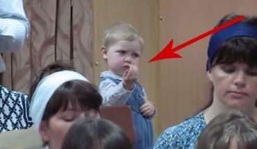 Rodzicie wzięli tę małą dziewczynkę na próbę chóru. To, co stało się później, zszokowało wszystkich!