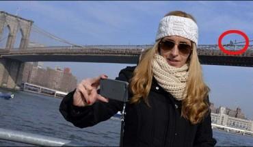 Podczas gdy kobieta robiła sobie selfie na tle mostu, człowiek próbował popełnić samobójstwo!