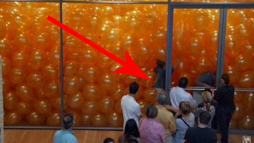 Pokój pełen balonów dał tym ludziom lekcję na całe życie!