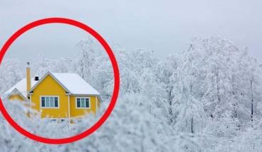 Małe domki zagubione wśród zimy. Gdybyś chciał odpocząć od ludzi, te miejsca idealnie się do tego nadają!