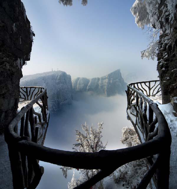 03-Walkways-of-the-Tianmen-Mountain-China