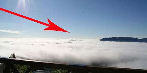 Nie, ci ludzie nie zmarli i nie poszli do nieba. Przyjrzyj się uważnie, a zobaczysz, że to miejsce znajduje się na ziemi!