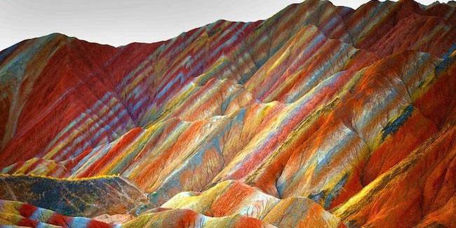 Wiedzieliście, że na naszej planecie istnieją kolorowe góry? Nie? To zobaczcie!