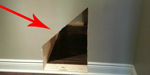 Ten facet wyciął dziurę w schodach swojego domu. Po co to zrobił? Przyczyna mnie zaskoczyła!