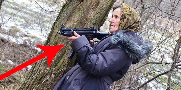 Choć wygląda jak niepozorna babcia, w każdej chwili stanie do walki z separatystami! Ciężko uwierzyć w to, co robi!