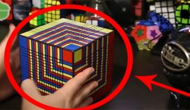 Złożył największą na świecie kostkę Rubika w ponad 7 godzin! Sprawdź, jak tego dokonał.