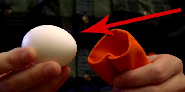 Umieścił jajko w rękawie swetra, a potem zrobił coś, czego się nie spodziewałam! Zobacz, jak można uatrakcyjnić śniadanie!