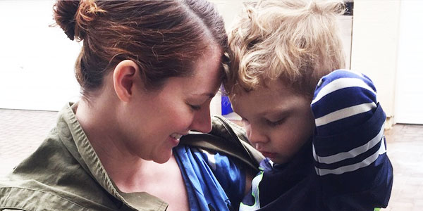 Pozwoliła swojemu 3-letniemu synkowi, żeby ubierał ją przez 3 dni! Zobaczcie, co z tego wyszło!