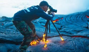 Stał i fotografował wydobywającą się z wulkanu lawę. Nagle zdarzyło się coś nieprawdopodobnego!