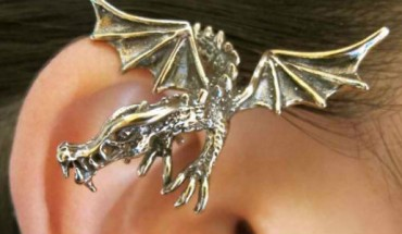 Ta niesamowita biżuteria została zainspirowana popularnymi książkami. Zobacz wynik pracy wiernych fanów.