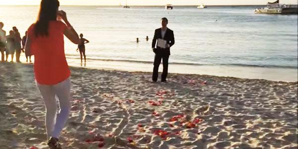 Ten facet, chyba nie mógł wymyślić bardziej romantycznego sposobu na oświadczyny! Jego zachowanie doprowadziło do łez przyszłą pannę młodą!