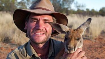 Ten mężczyzna poświęcił swoje życie, aby ratować osierocone kangury. Zobaczcie jego niezwykłych podopiecznych! :)