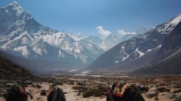 U podnóża gór Nepalu mieszkają Szerpowie. Popatrzcie, jak żyją i jak pięknie mają wokół.