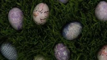 Macie dość nudnych pisanek? Ten pomysł na wielkanocne jajka powinien przypaść Wam do gustu!