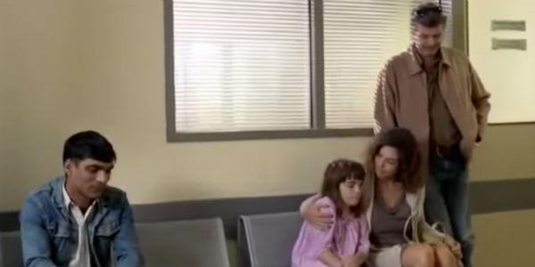 Rodzina nie chciała nawet usiąść obok śniadoskórego nieznajomego. Zobacz, do czego doprowadziły ich uprzedzenia.
