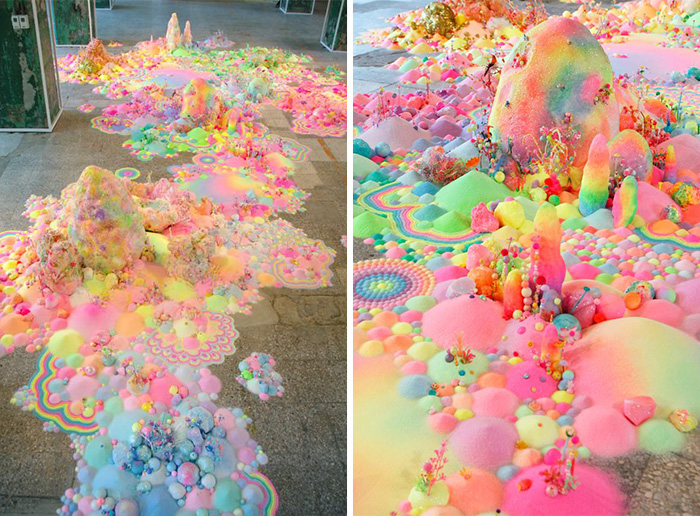 Artystka używa tysięcy cukierków, aby przekształcać nudne pomieszczenia w kolorowe bajkowe światy