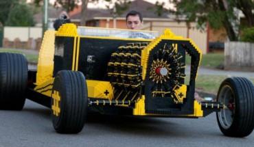 Dzięki klockom LEGO zbudujesz wszystko… nawet działający samochód! Zobacz, jak dokonał tego ten chłopak!