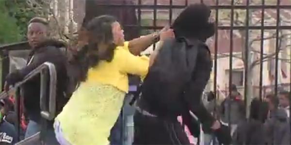 Matka dowiedziała się, że jej syn bierze udział w zamieszkach. Postanowiła wbić mu do głowy trochę rozumu
