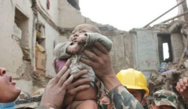 Dziecko spędziło pod gruzami ponad 22 godziny. Zobacz, jak skończyła się jego historia.