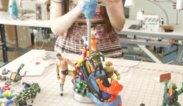 Z garści zabawek i stojaka zrobiła coś niesamowitego! Co więcej, możesz to łatwo wykonać w domu!
