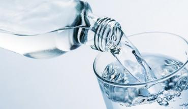 4 szklanki wody wypijane tuż po przebudzeniu mogą odmienić Twoje życie. Nie wierzysz? Spróbuj, a będziesz w ogromnym szoku!