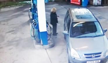 Zachowanie tej kobiety udowadnia, że głupota jest nieskończona. Nie wiem jak opisać to, co zrobiła na jednej ze stacji benzynowych!