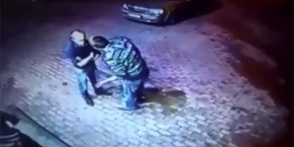 Dwóch zadymiarzy zaczepiło starszego mężczyznę. Czegoś takiego jednak na pewno się nie spodziewali!